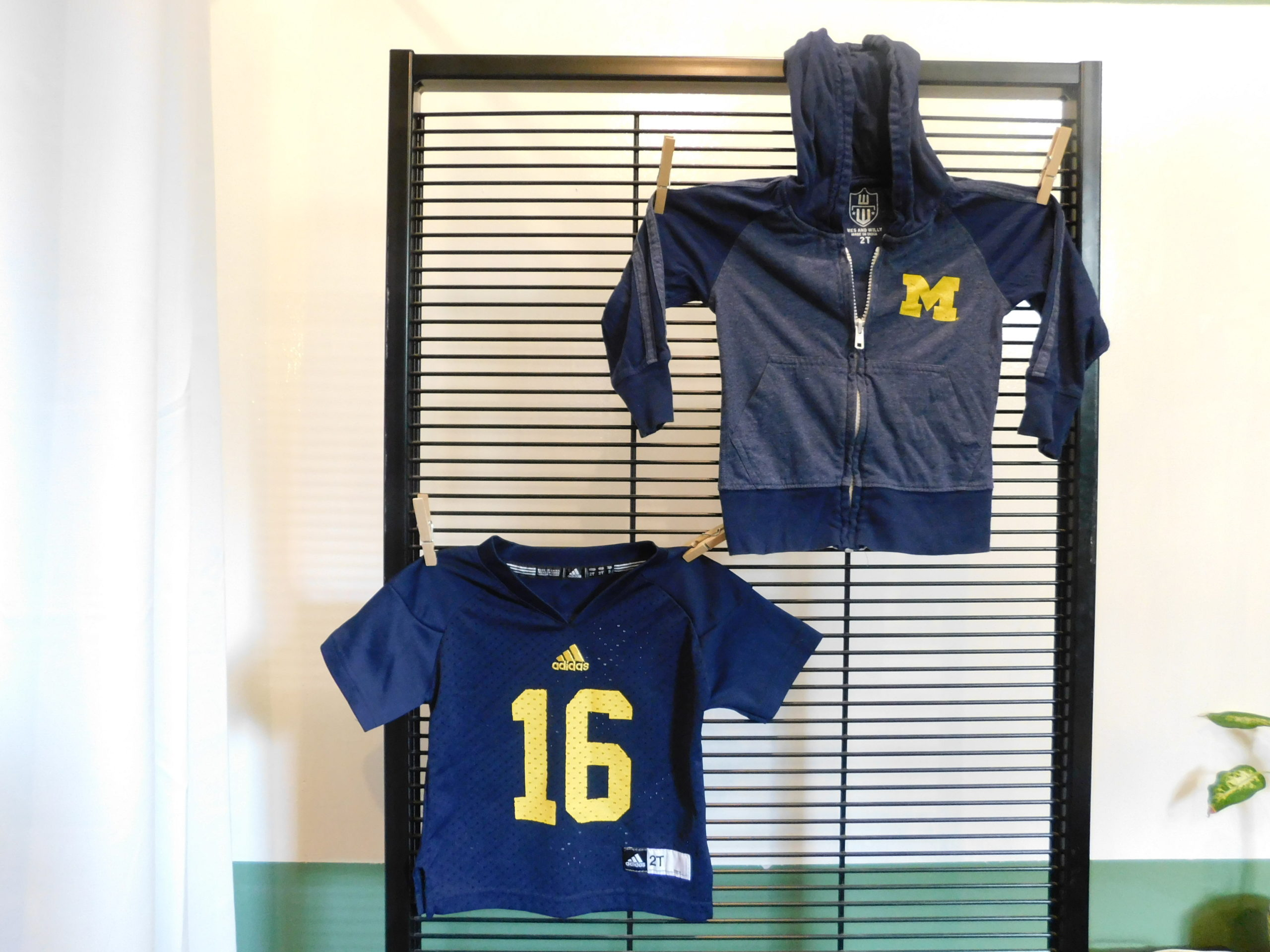 Michigan Wolverines Sz 2T football jersey and hoodie